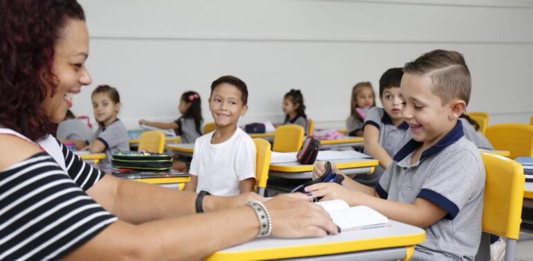 Plano 15: análise das promessas de governo na área de Educação