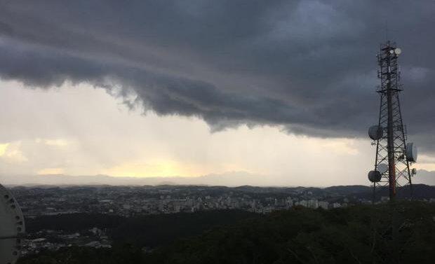 Defesa Civil emite alerta para formação de ciclone com rajadas de vento