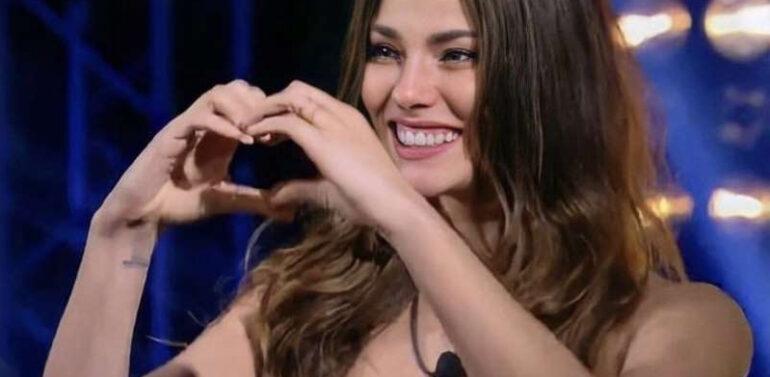 """Record anuncia modelo Joinvilense Dayane Mello em """"A Fazenda"""""""