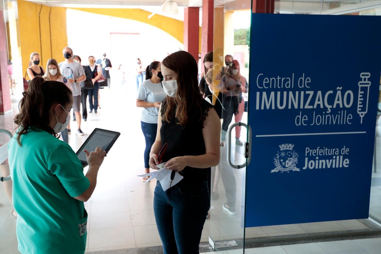 Idosa passa mal e morre antes de ser vacinada em Joinville