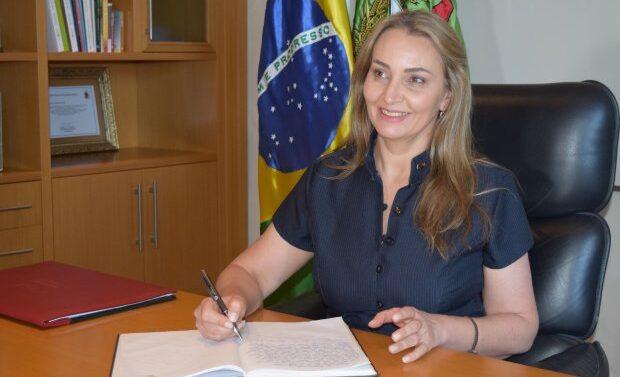 VÍDEO : Governadora Daniela Reinehr toma posse oficialmente