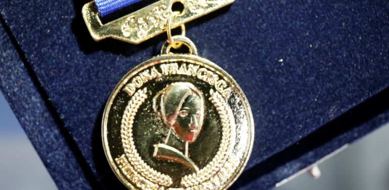 Prefeitura entrega Medalha Dona Francisca ao Monsenhor Bertino Weber