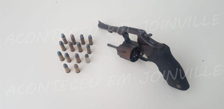 Polícia Militar retira arma de circulação no Jardim Iririú
