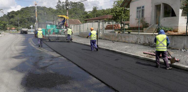 Prefeitura realiza obras de pavimentação e requalificação asfáltica