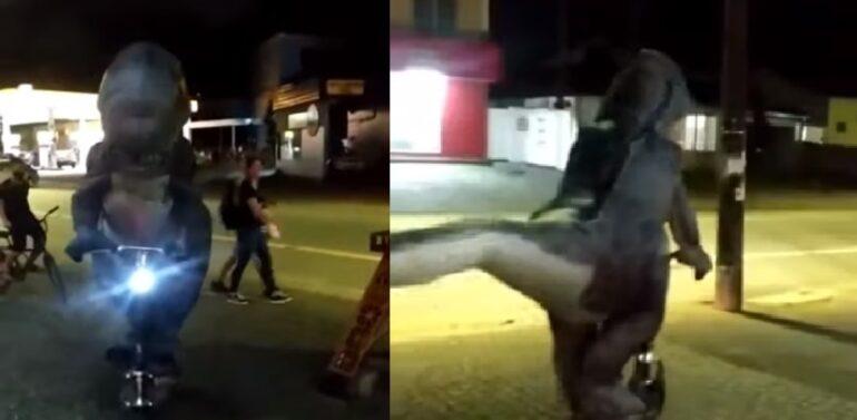 VÍDEO : Dinossauro de patinete volta a circular pelas ruas de Joinville