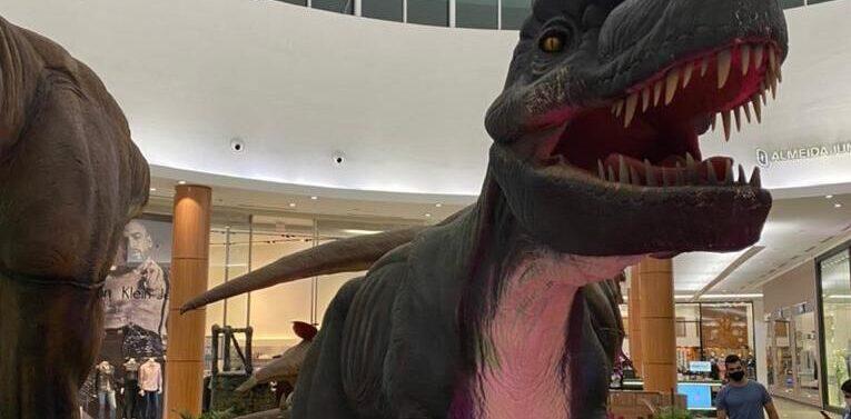 Exposição gratuita com dinossauros de até 13 metros invadem o Garten Shopping