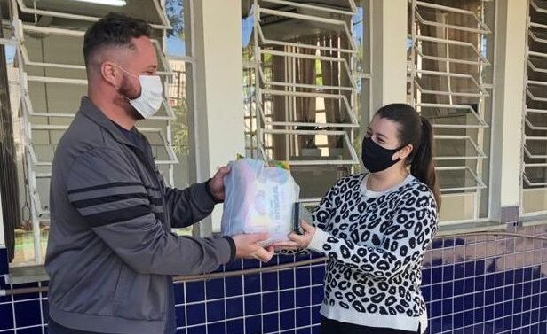 Prefeitura inicia distribuição dos kits alimentação na Rede Municipal de Ensino