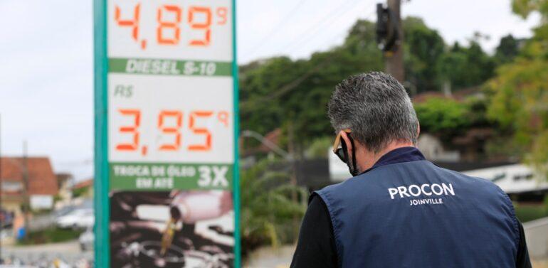 Procon divulga pesquisas de preços do gás de cozinha e combustíveis