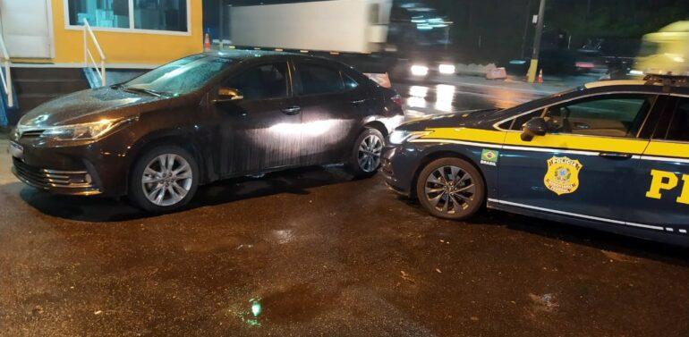 PRF recupera veículo roubado e que circulava clonado na BR 101