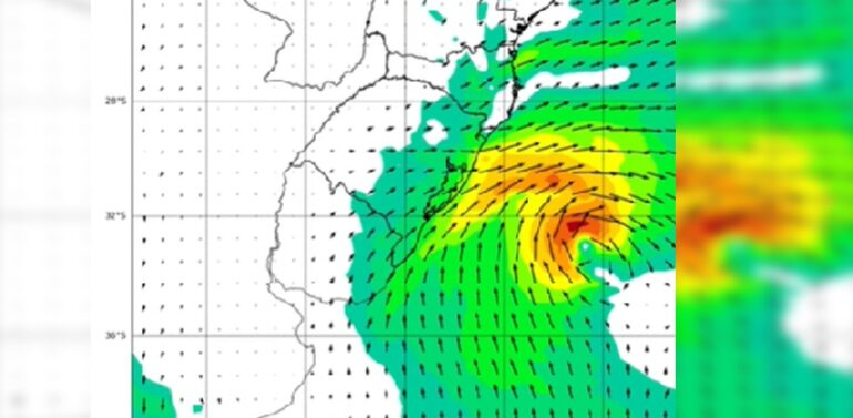 Tempestade Raoni mantém mar agitado no litoral nesta quinta-feira