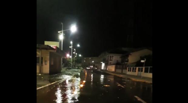Barra Velha: Maré alta provoca invasão do mar Avenida Beira-Mar