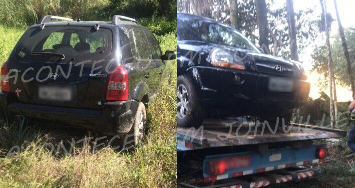 Carro roubado é encontrado pela PM em matagal no Paranaguamirim