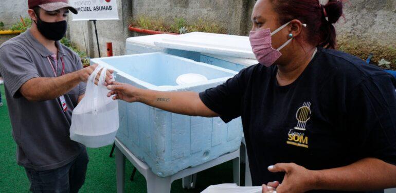 Projeto distribui refeições para famílias em situação de vulnerabilidade no Morro do Meio