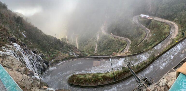 Congelamento da pista fecha tráfego na Serra do Rio do Rastro