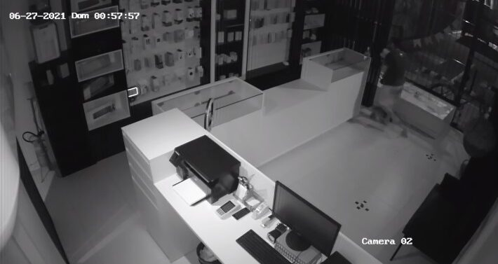 VÍDEO : Loja é arrombada e alvo de furto na madrugada em Pirabeiraba