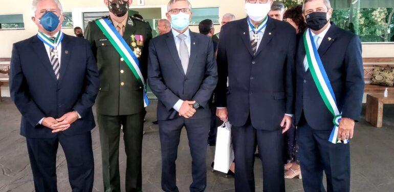 Bolsonaro condecora deputado federal Coronel Armando com Ordem do Mérito da Defesa
