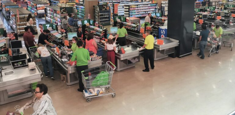 Vereador propõe vacina da Covid-19 para trabalhadores de supermercados