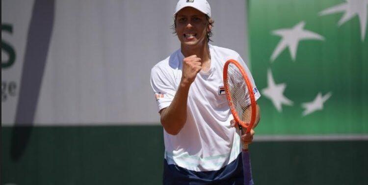 Joinvilense vence batalha e atinge oitavas em Roland Garros