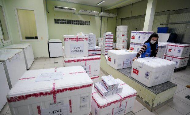 Estado vai distribuir mais de 230 mil doses de vacina contra a Covid-19 nesta quinta