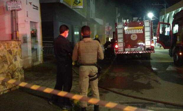 Incêndio destrói agência bancária em Barra Velha