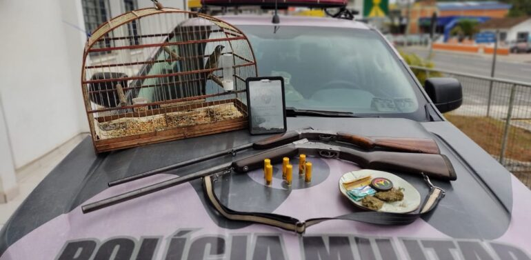 Polícia Militar Ambiental de Joinville apreende espingardas e munição