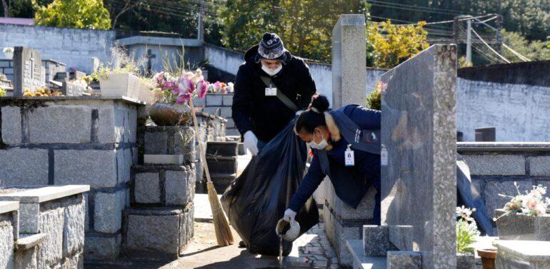 Cerca de 3 toneladas de resíduos são recolhidos no Cemitério Municipal de Joinville