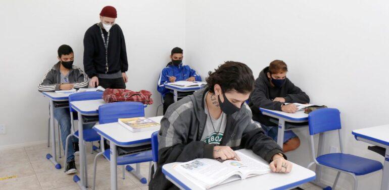 Inscrições abertas para aulas do 6º ao 9º ano da EJA, em Joinville