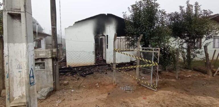 Três pessoas morrem carbonizadas em incêndio no Planalto Norte