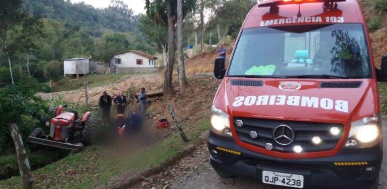 Homem morre esmagado pelo trator em que trabalhava no Planalto Norte