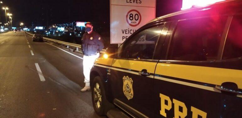 Mulher morre atropelada na BR 101 em Joinville