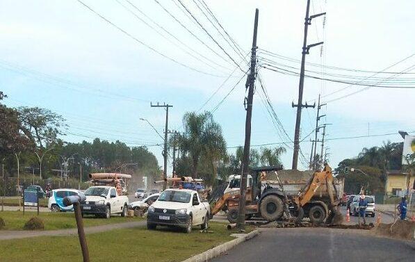 Companhia Águas de Joinville realiza obra em trecho da Helmuth Fallgatter