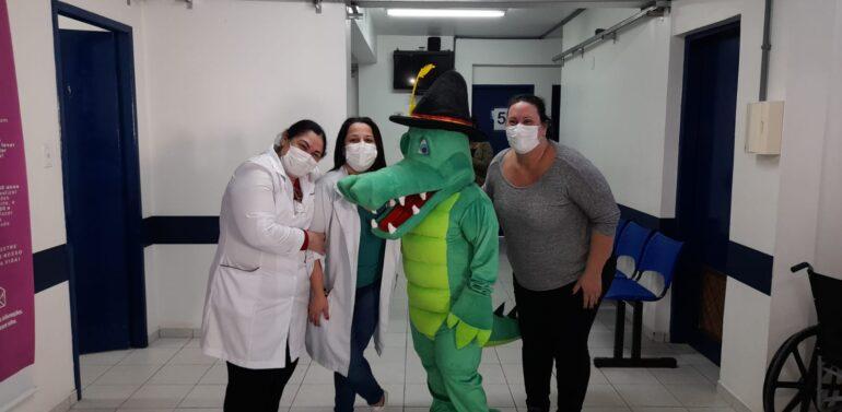 Mascote de Joinville é vacinado contra Covid-19