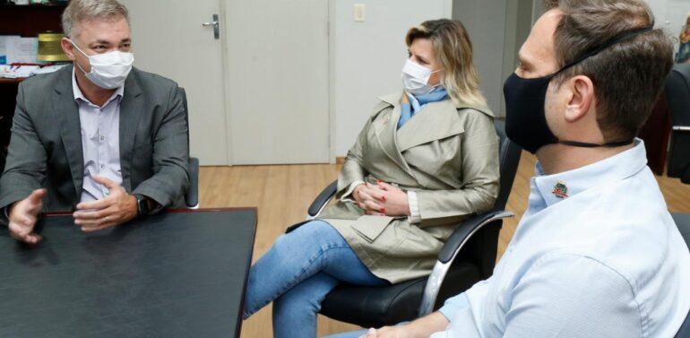 Adriano Silva recebe visita do prefeito de Florianópolis