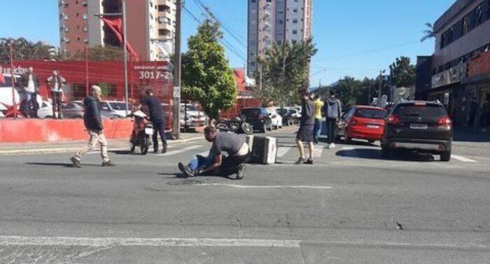 Motociclista fica ferido em acidente no América