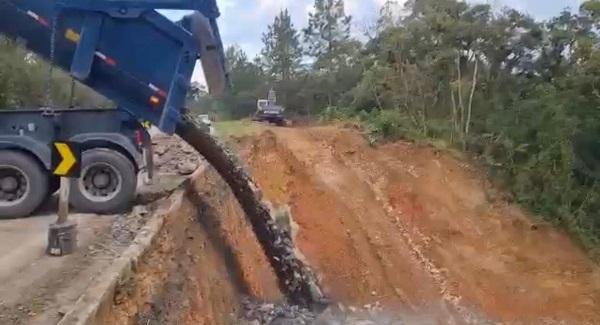 Estado realiza contenção em trecho de deslizamento na Serra Dona Francisca