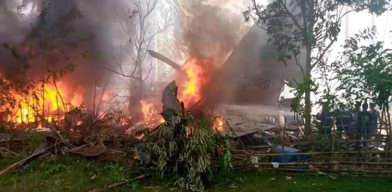 Avião das Filipinas cai e deixa 29 mortos, 17 desaparecidos e 50 sobreviventes