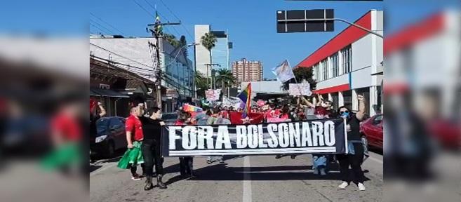 Manifestantes fazem atos contra Bolsonaro em Joinville