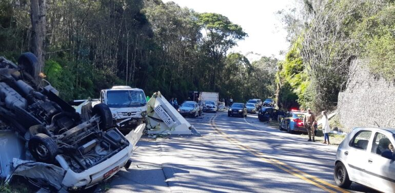 VÍDEO : Colisão com 8 veículos deixa feridos e interdita trecho da BR-282