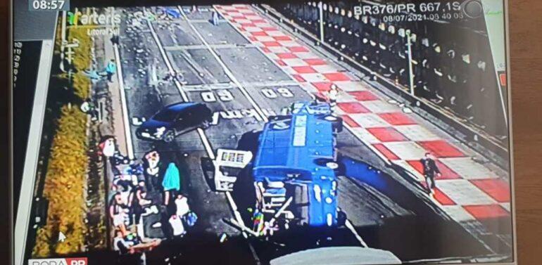 Grave acidente entre ônibus, caminhão e vários veículos na BR-376