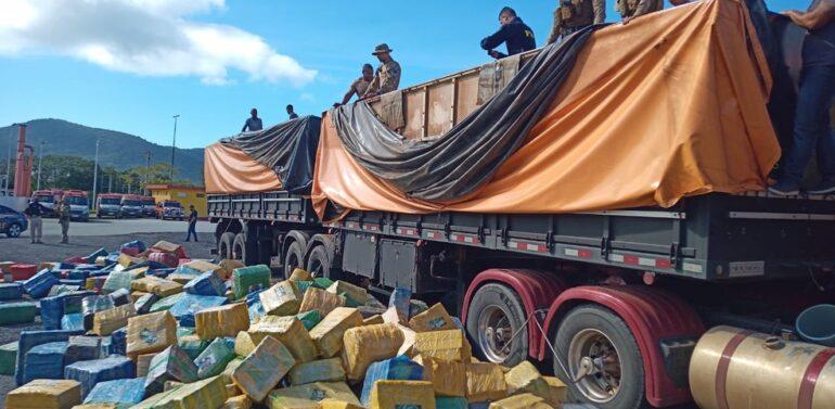 Ação policial apreende 24 toneladas de maconha escondidas em carga de soja em SC