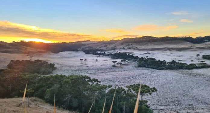 Serra amanhece com temperatura abaixo de -4ºC e geada