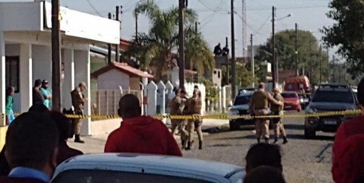 Ex-funcionário invade casa e faz três moradores reféns no Sul do Estado