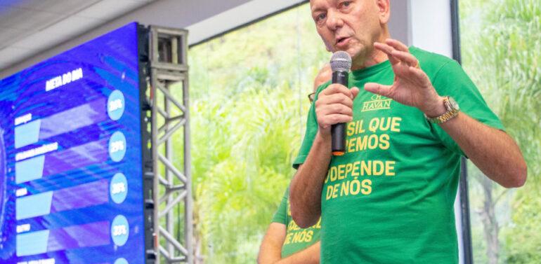 CPI da Pandemia aprova convocação de Luciano Hang
