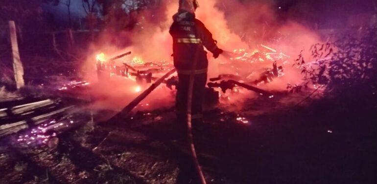 Homem tem 50% do corpo queimado em incêndio no Planalto Norte