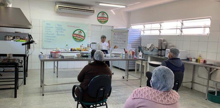 Secretaria da Educação promove capacitação para merendeiras