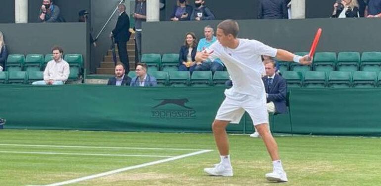 Joinvilense bate mais um britânico e vai às oitavas em Wimbledon