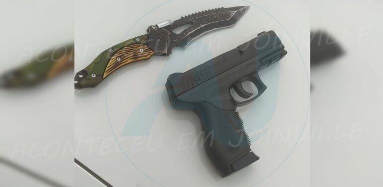 Trio é preso no Rio Bonito com réplica de pistola e punhal
