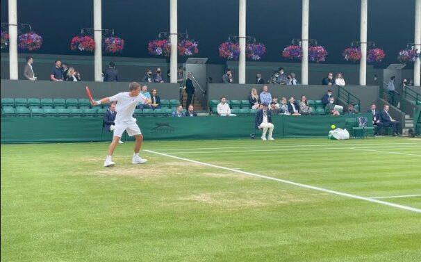 Tenista Joinvilense vence na estreia em Wimbledon