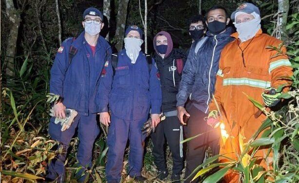 Jovens se perdem em trilha e são resgatados na madrugada