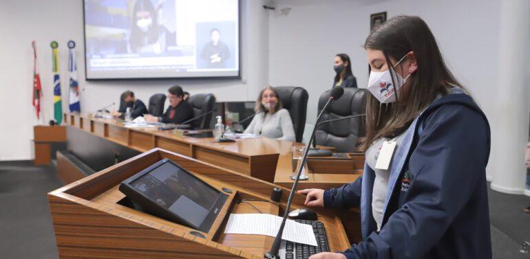 Vereadores conhecem projeto de webrádio escolar do Itinga